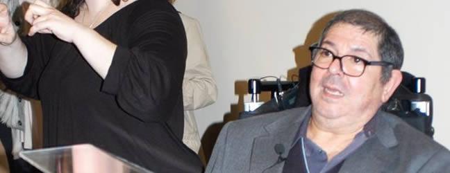 Retrato de Ángel Baltasar durante la inaguración de Huellas Hermanas